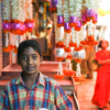 Inidan boy working in Mysore market India - Laetitia Botrel | Photography